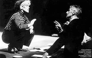 Ο Σάμιουελ Μπ�κετ με την Μπίλι Γουάιτλοου σε πρόβα των «Footfalls» («Πατήματα») στο Royal Court Τheatre του Λονδίνου το 1976
