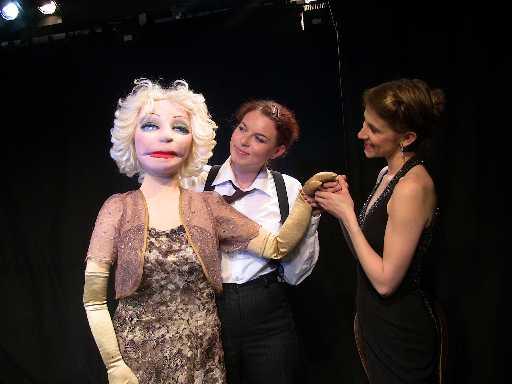 Η Άννα Σκούμπικ και το πολωνικό θέατρο Wisczy ανοίγουν τις Θεατρικές Συναντήσεις στην Καλαμαριά με το έργο του Ρ. Βίτσα Ποκόισκι «Broken Nails, μια συνομιλία με τη Μάρλεν Ντήτριχ»